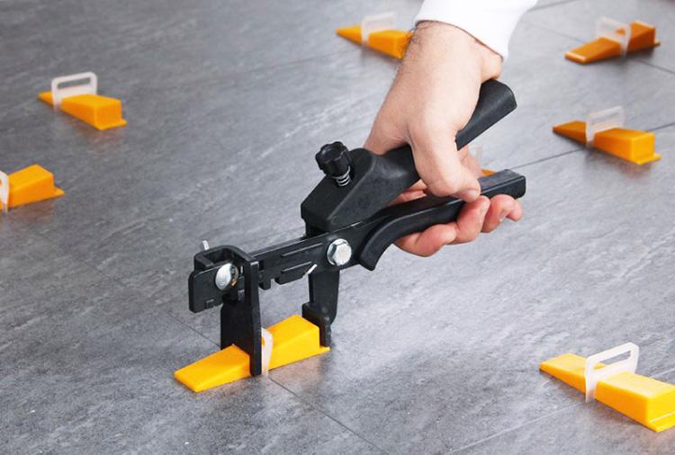 調整機能付き専用プラスチック製ペンチ